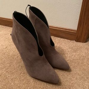 BRAND NEW* NEVER WORN* SUEDE HEELS (Forever 21)